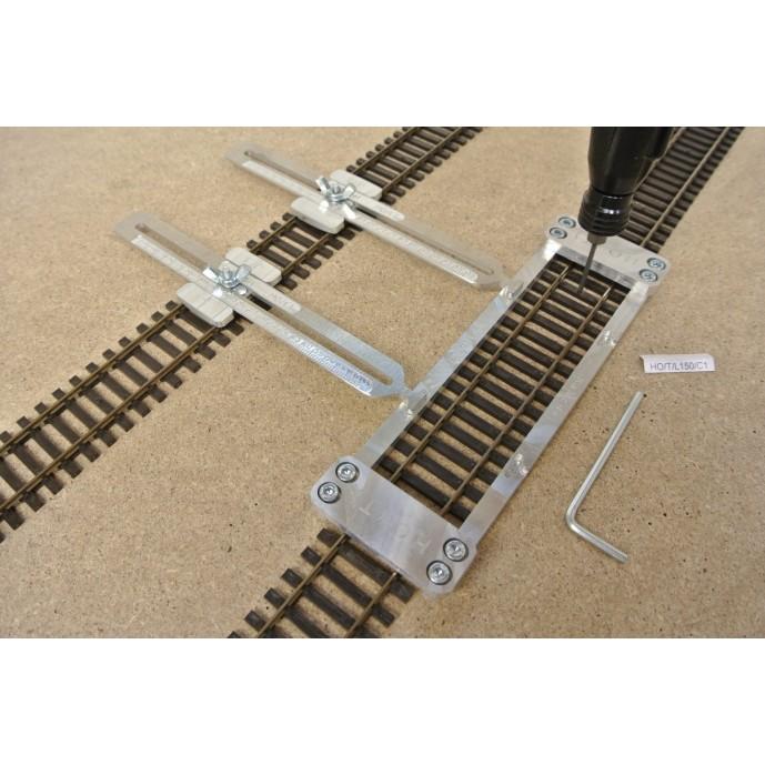 HO/T/L150/C1, Šablona rovná pro pokládku flexi kolejí HO TILLIG,délka 150mm + 2 nastavitelné spojky